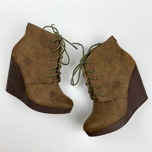 NWOT Steve Madden Spinelli Bootie Lace Up Wedges 9